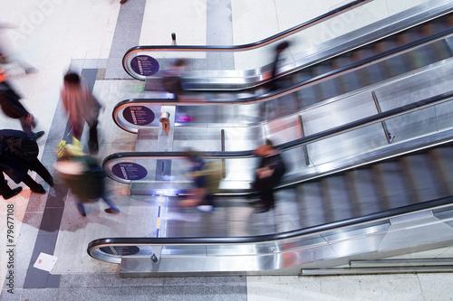 In de dag Blur Movement Business people walking on escalator in Rush Hour