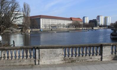 Spreeblick von der Inselbrücke in Berlin