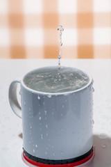 カップの水柱