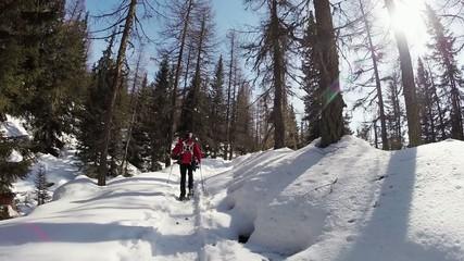 escursione invernale con racchette da neve