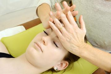 Heilpraktiker bei Osteopathie von Kopf
