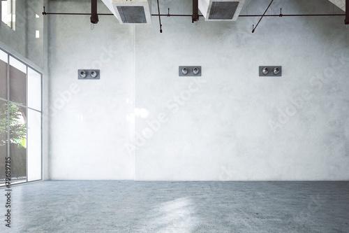 leeres altes Industriegebäude - 79689785