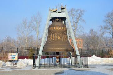 Большой колокол перед собором А. Невского в Нижнем Новгороде