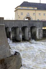 Hochwasser am Isar Kraftwerk Oberföhring