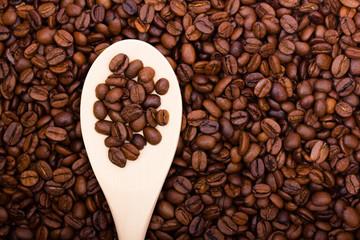 Кофе на деревянной ложке