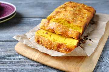 Slices of pound cake with lemon