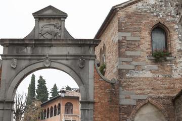 Arco d'ingresso al castello di Udine