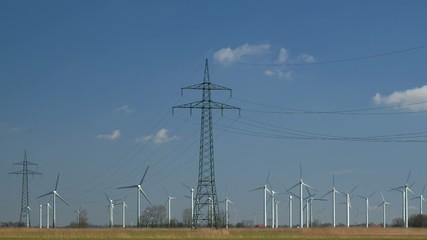 Stromtrasse und Windpark