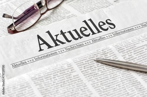 Leinwanddruck Bild Zeitung mit der Überschrift Aktuelles
