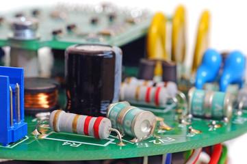 Электронная печатная плата с радиодеталями