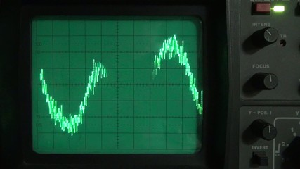 Low frequency on an oscilloscope 06