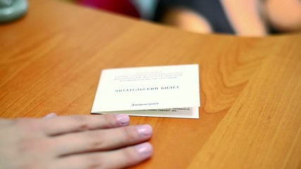 fill a library card, registration in a library