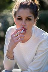 Personnage - Jeune-fille et cigarette 01