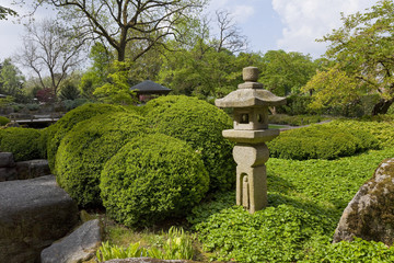Japanischer Garten mit Skulptur