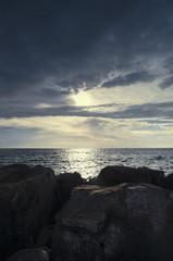 Mare, mare al tramonto, scogliera