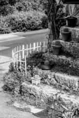 escalier ancien en noir et blanc
