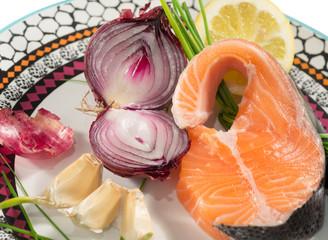 Salmone fresco con cipolla di Tropea