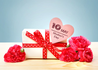 Mothers Day May 10th message with present and carnations
