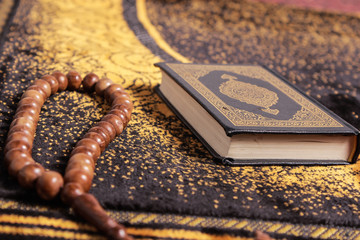 Tasbih with the Quran as a background