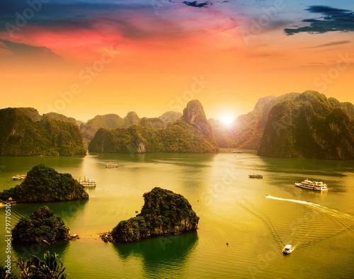 Fotobehang Overige Halong Bay in sunset, Vietnam. Unesco World Heritage Site.