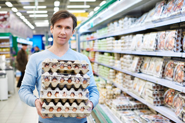 Man buys eggs in store