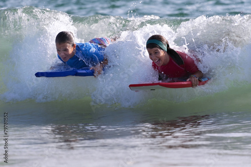 Two Girls doing surf in the beach - 79780552