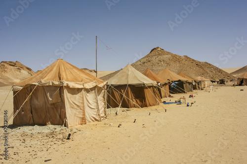 Fotobehang Woestijn Camp in Sahara desert