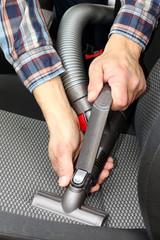 PKW-Sitz mit Flachsauger reinigen,Autowäsche