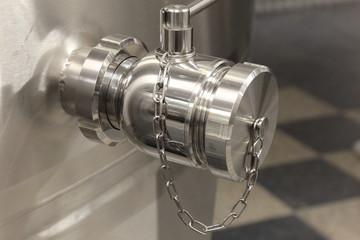 saracinesca per contenitori in acciao inox lavorazione del vino