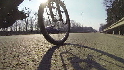 Wheel  bicycle and e twisting foot pedals. POV clip