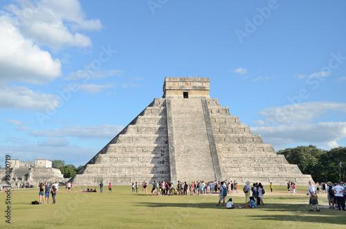 Fotobehang Caraïben Ancient Mayan pyramid Kukulcan temple in Chichen Itza, Mexico.