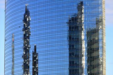 Milano - Riflessi sul Grattacielo di  Porta Nuova