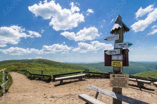 Oznaczenia szlaków na Małej Rawce, Bieszczady - 79810344