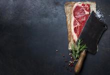 "Постер, картина, фотообои ""vintage cleaver and raw beef steak"""