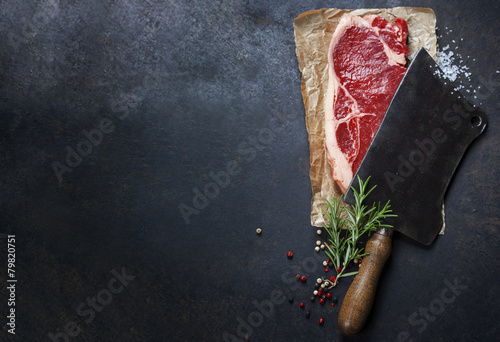 Foto Spatwand Eten vintage cleaver and raw beef steak