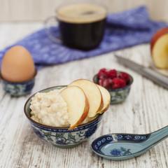 breakfast from porridge and egg
