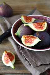 Juicy pieces figs in a bowl