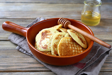 nutritious pancakes with honey