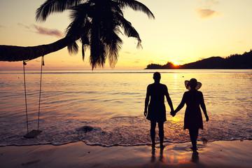 vertrautes Paar im Sonnenuntergang