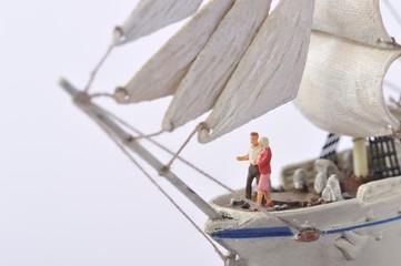 豪華客船に乗っているカップル