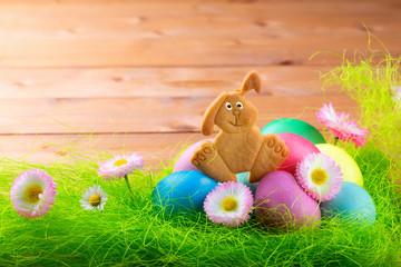 Hintergrund mit Osterhase und Eiern