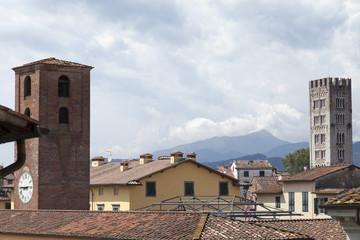 Fra le torri di Lucca