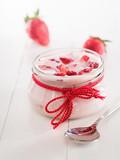 Erdbeerjoghurt in einem Glas