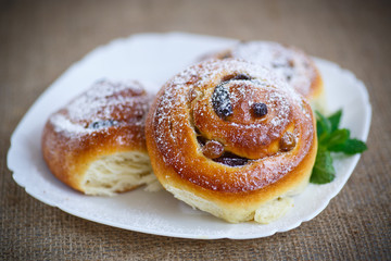 sweet rolls with raisins