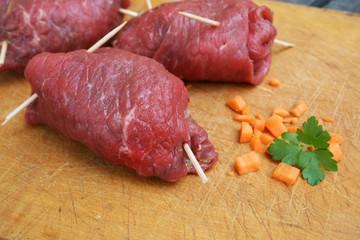 bio rouladen zubereitung rohes fleisch gewickelt rinderrouladen