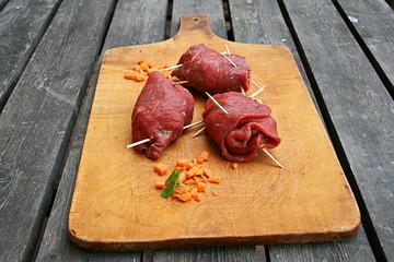 bio rouladen zubereitung rohes fleisch gewickelt rindfleisch