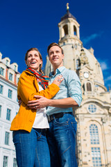 Tourismus - Paar vor Frauenkirche in Dresden