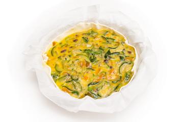 Preparazione del tortino salato con uova e zucchine