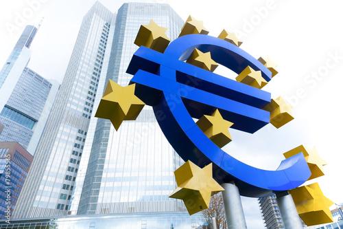 Eurozeichen - Hochhaus in Frankfurt