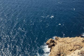 acantilado en el mar
